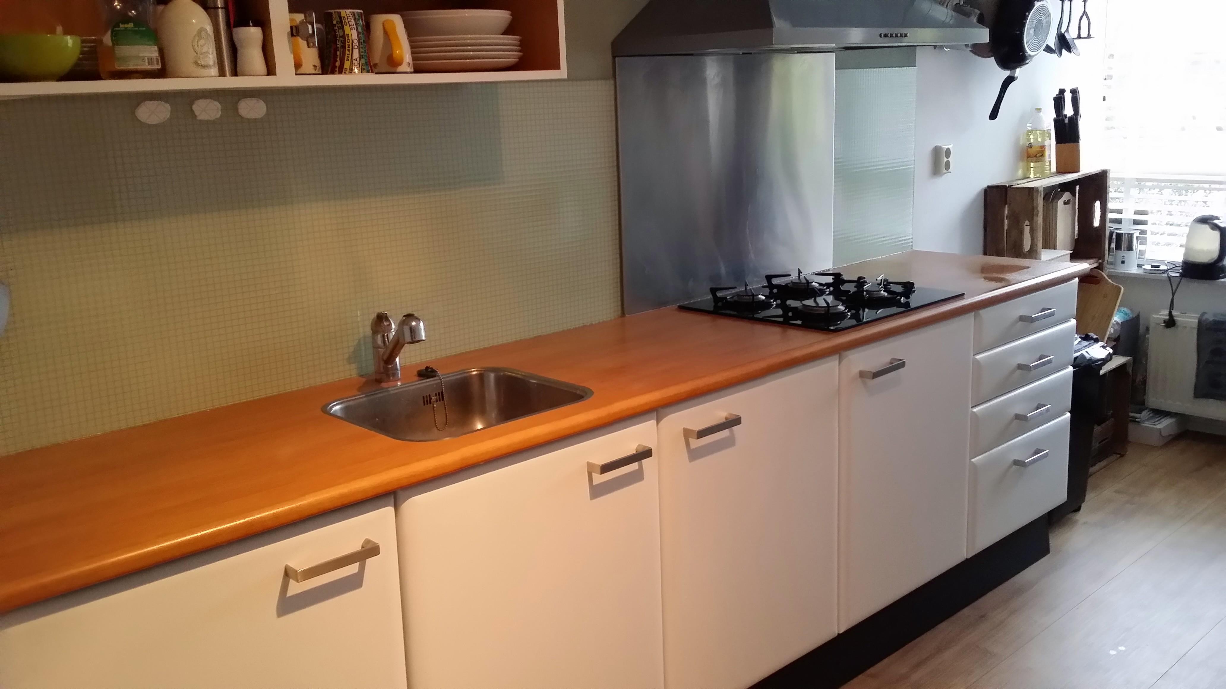 keuken tegels vervangen : Keuken Blauw Beuken Naar Mat Wit Inclusief Metallic Grijs