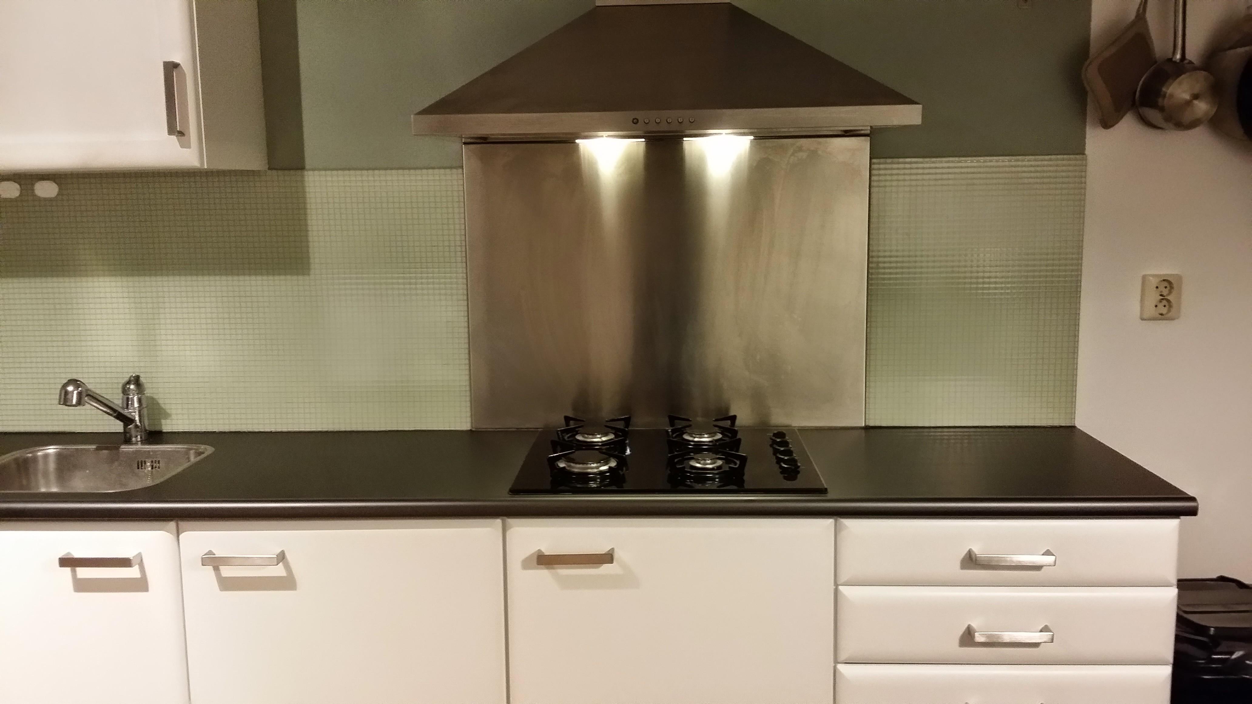 Keuken – blauw/beuken naar mat wit, inclusief metallic grijs ...
