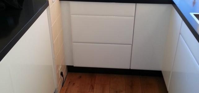 Keuken – Mat roomwit naar hoogglans wit
