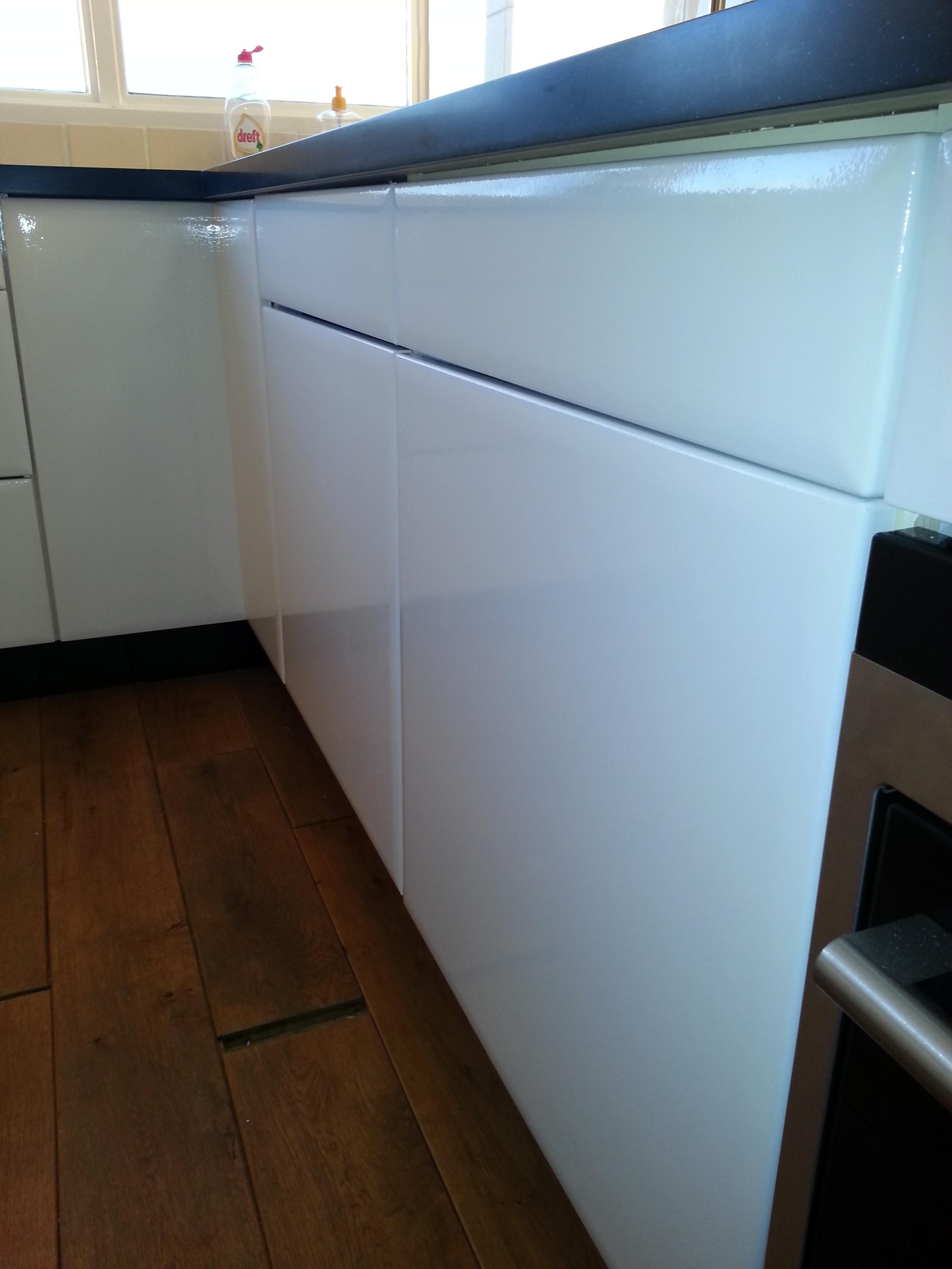 Keuken Hoogglans Wit Of Mat : De meest voorkomende combinatie: van (zacht)geel naar hoogglans wit.
