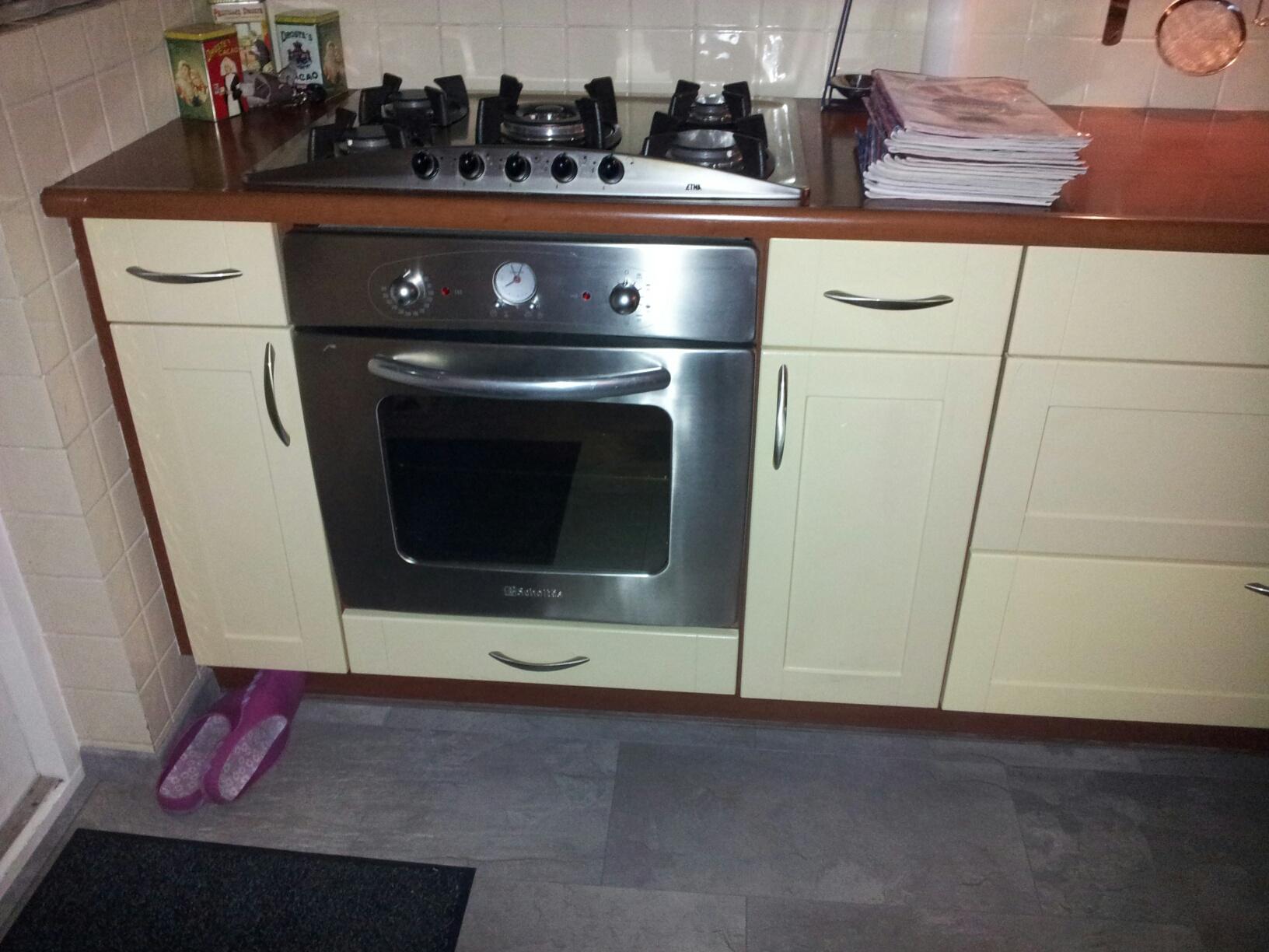 tegels keuken renoveren : Keuken Van Mat Geel Houtkleur Naar Hoogglans Wit Matzwart